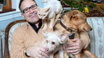 Steve Dale with cats and dogs